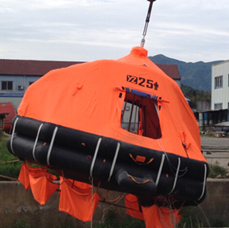 Automatically self-righting inflatable liferaft